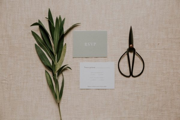 Carton rsvp faire-part mariage Green Chic vert végétal épuré mariage végétal blanc