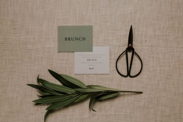Carton brunch faire-part mariage Green Chic vert végétal épuré mariage végétal blanc