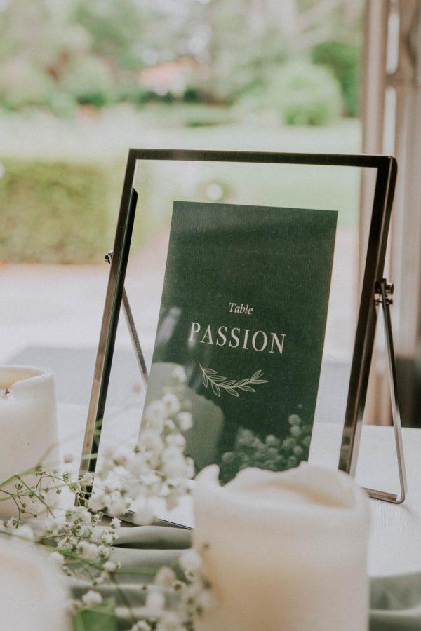 Table papeterie nom de table mariage Green Chic vert végétal épuré mariage végétal blanc