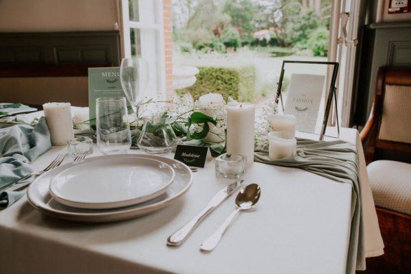Table papeterie mariage Green Chic vert végétal épuré mariage végétal blanc