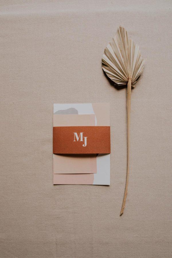 Faire-part mariage abstrait boho sahara couleur sable terracotta beige désert