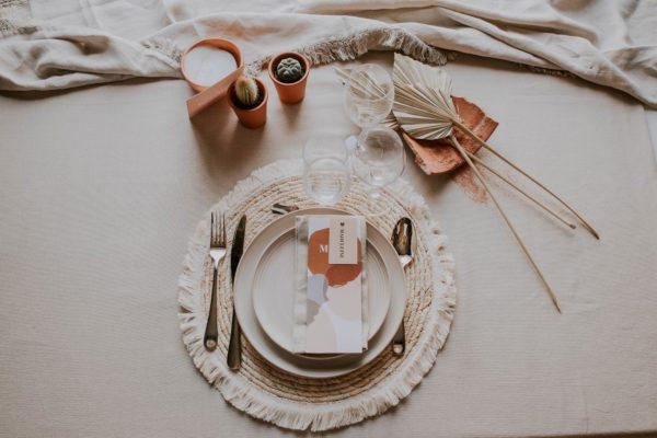 Menu mariage abstrait boho sahara couleur sable terracotta beige désert