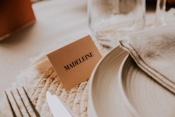 Marque-place mariage abstrait boho sahara couleur sable terracotta beige désert