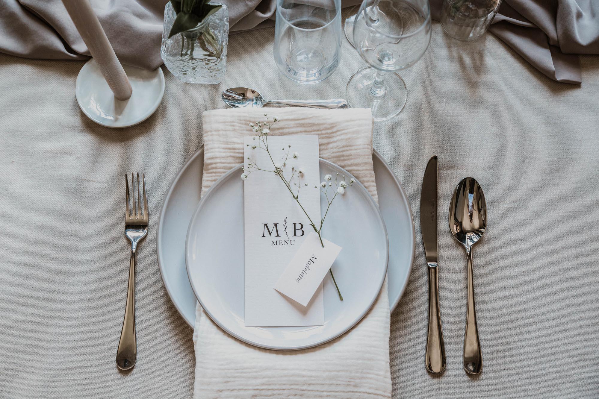 Menu mariage nude rose gris beige élégant sobre