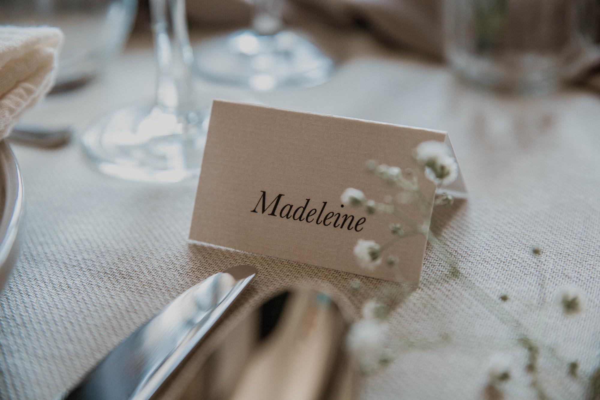Marque-place table mariage nude rose gris beige élégant sobre
