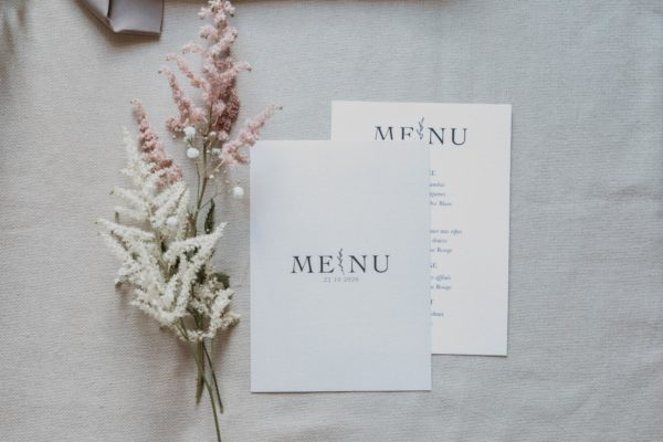 Menu table mariage nude rose gris beige élégant sobre