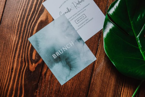 Carton brunch mariage tropique feuillage vert et blanc