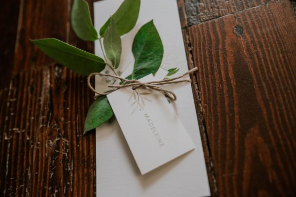 Étiquette nom individuelle perforée mariage végétal feuille eucalyptus