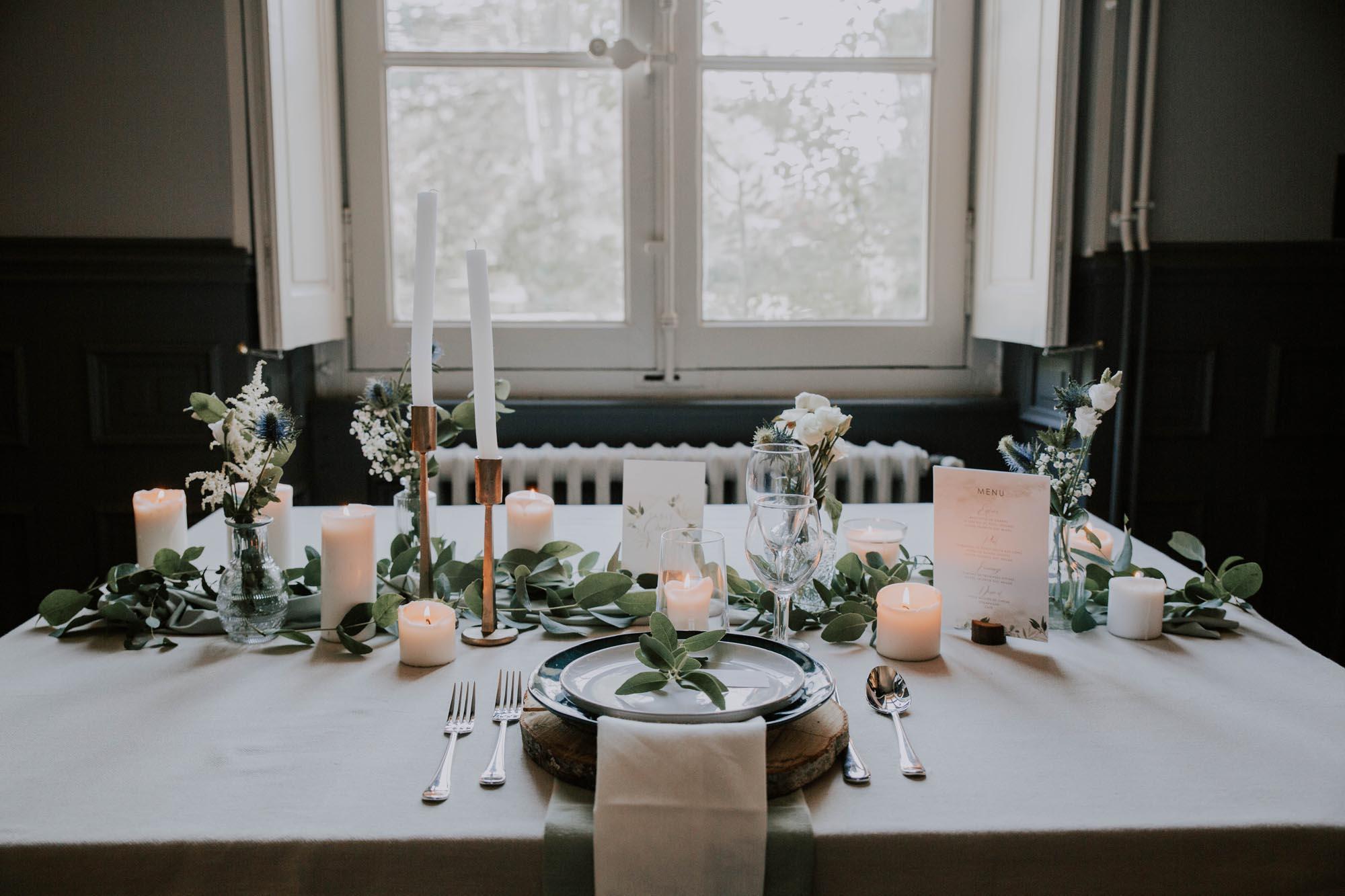 Décoration table mariage feuille eucalyptus vert blanc