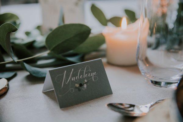 Marque-place vert table mariage végétal feuille eucalyptus