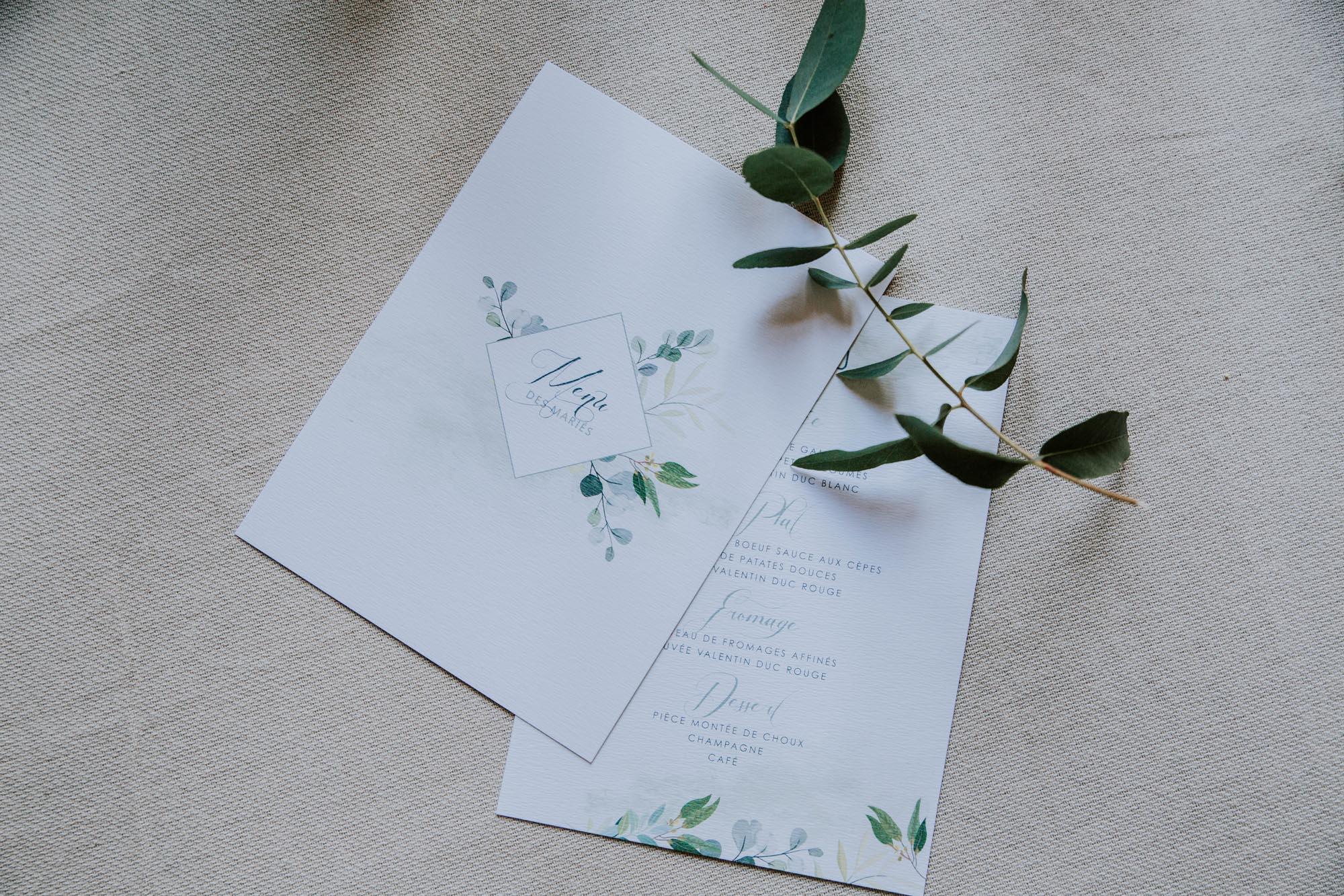 Menu table mariage végétal feuille eucalyptus