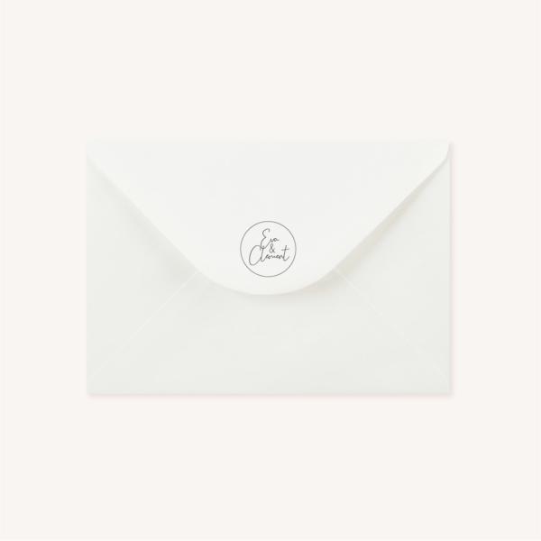 Enveloppe blanche avec tampon personnalisé pour faire-part de mariage aux thèmes nuit, étoiles, nuages, rêves, comètes et couleurs gris, blanc, or