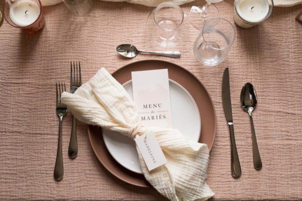 Menu individuel et étiquette invités mariage blush, rose, rose poudré, rose clair, blanc