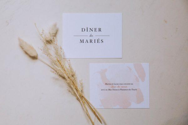 Carton dîner mariage blush couleurs rose, rose poudré, rose clair, blanc, mariage thèmes doux, romantique